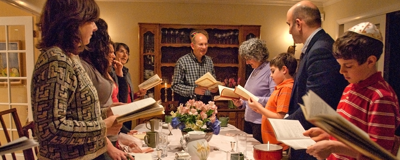 2020 A Passover seder meeting limited to members of the family